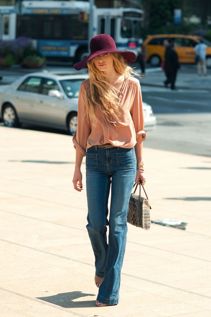 bell bottoms + big hats= perfection :): Boho Chic, Blouses, Flare Jeans, High Waist, 70S, Street Style, Highwaist, Floppy Hats, Wide Legs Jeans
