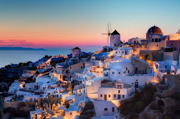 7. Ammirare il tramonto sul Mar Mediterraneo dall'isola greca di Santorini