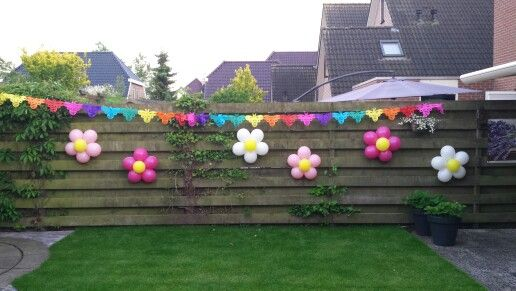 Vrolijke ballonnen Bloemen voor een verjaardag van een meisje