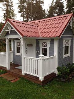 Villa Vallaton: Leikkimökki. Roof for playhouse