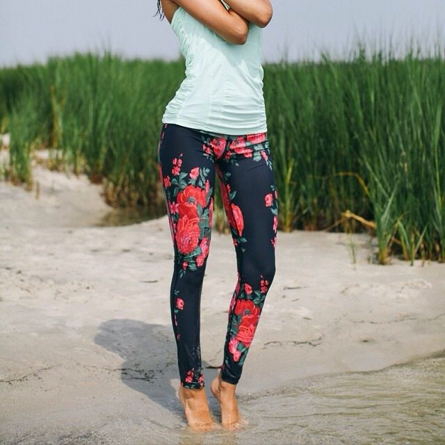 Long, lean, and luxuriously smooth, these premium compression pants stand up to any workout and take you all over town in style. The wide waistband provides a contoured and comfortable fit and with ou
