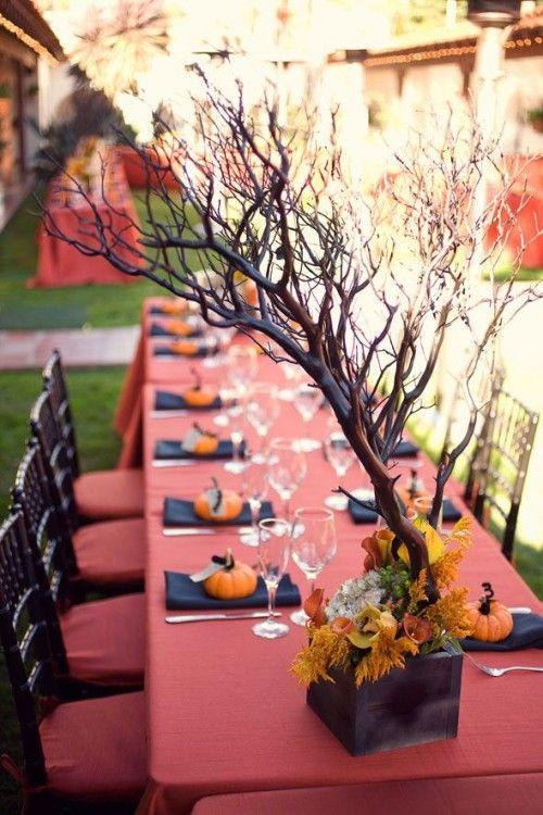 41 spooky but elegant halloween wedding table settings weddingomania - Halloween Wedding Table Decorations
