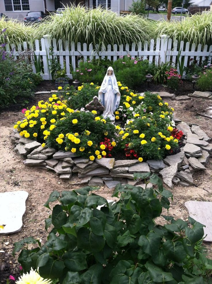 26 best mary grotto images on pinterest prayer garden for Garden grotto designs