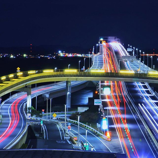 #道路#レーザービーム #空#夜景 #神奈川#海ほたる #road#SKY #sea#Laser #IG_JAPAN#東京カメラ部#far_eastphotography#japan_night_view#Pocket_Nights#noitenoinstagram#夜景ら部#Nightphotography #ptk_night . Location:Kanagawa Japan . こんばんは. 今日は嫁が仕事で久しぶりの娘と2人きり. 娘は1歳半ぐらいなんだけど、出張が多い俺としては忘れられてないかとか嫌われてないかとか不安なわけです. でも、娘はバカなのかそーゆーのが無くて俺のこともちゃんと父親として認識してくれてるみたいなのでありがたい限りです. 今日は公園で遊んで、一緒に昼寝してグダグダな1日でした. 俺の自由は無いけどホッコリな1日でしたわ(。-∀-。) . picは千葉遠征の副産物、海ほたるの夜景です. 夜中過ぎて交通量が少ないのが残念でしたが…(-∀-`;) . . Feature Thank you‼︎ ↓↓↓ @nature_wizards…