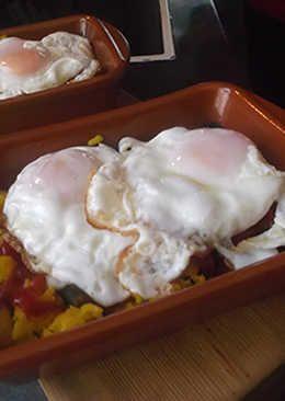 Arroz con huevos y wakame