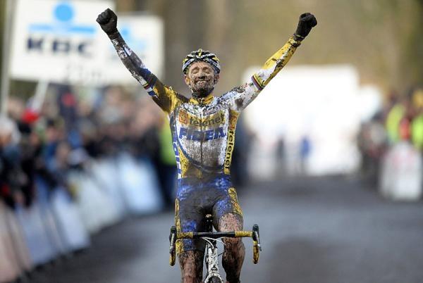 Bart Wellens (Telenet-Fidea) was ecstatic with his win @ GVA Trofee - GP Rouwmoer 2011 on December 17 2011 (photo cyclingnews)