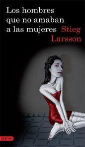 Stieg Larsson escribe sobre un misterio por resolver, un periodista buscando recobrar su reputación y una mujer, curiosa y activa, que no se deja apresar por las circunstancias