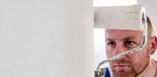 Flüssige Rauhfaser: Auftragen, Streichen und Entfernen – so geht's!
