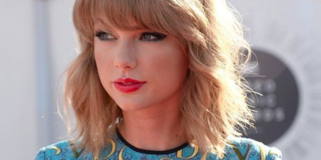 How To Get Taylor Swift's Wavy 'Lob' Hairstyle