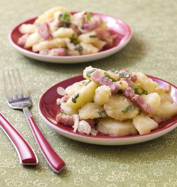 Salade auvergnate de pommes de terre aux lardons et cantal - Recettes de cuisine Ôdélices