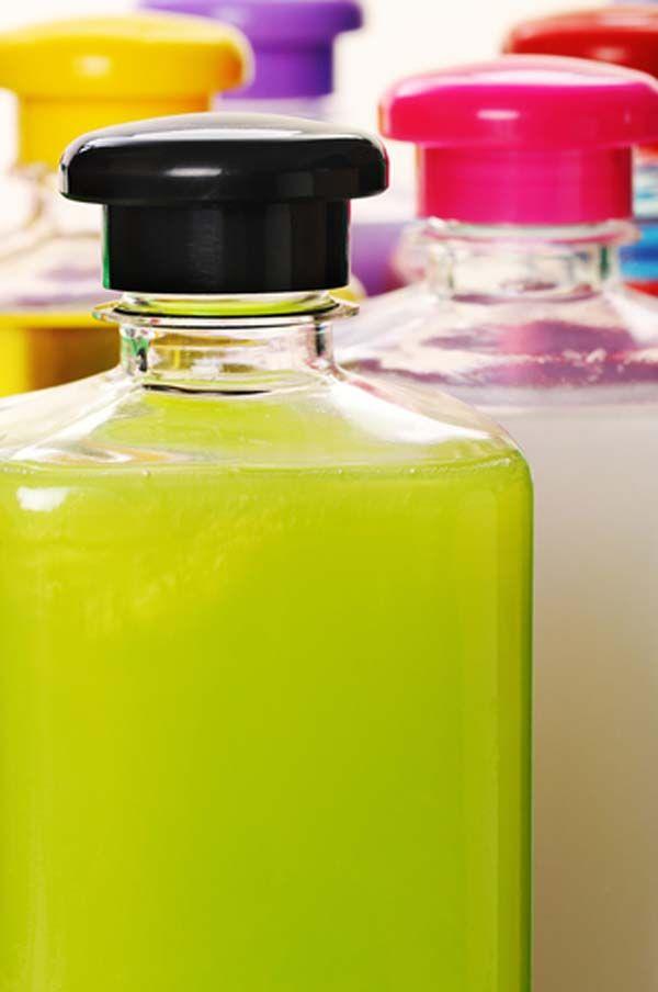 Como hacer jabón líquido. Vídeo tutorial donde se muestra paso a paso los materiales a instrucciones para saber cómo hacer jabón líquido.