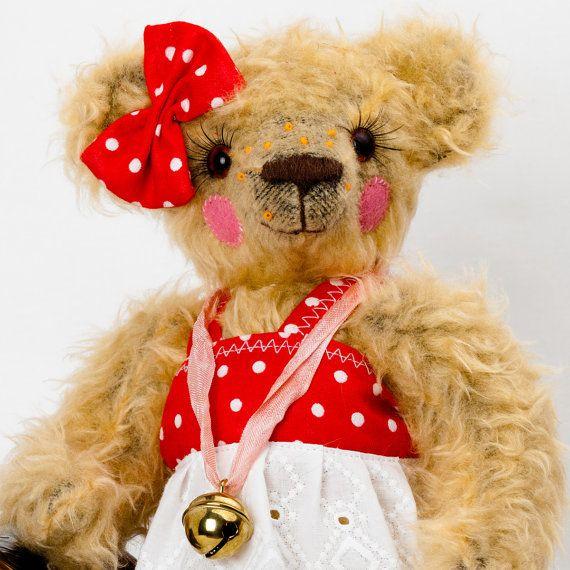 Sophie - Artist Teddy Bear - 9 inches (23 cm) tall