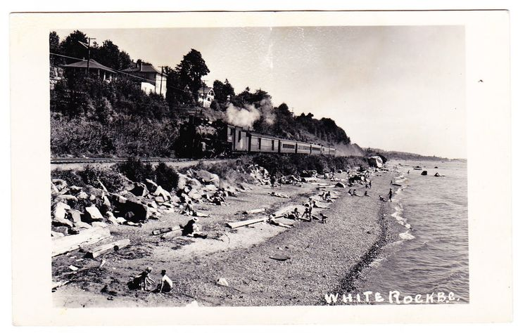 BC – WHITE ROCK, Marine Drive, Beach and Great Northern Train c.1940-1960 RPPC