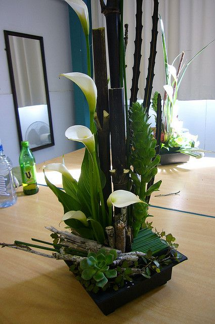 220 best images about corporate flowers on pinterest for Contemporary table arrangements