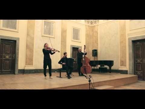 "Magda Brudzińska Klezmer Trio - ""Der Gasyn Nigun"" [Live @ Florianka Concert Hall, Kraków, 2015] - YouTube"