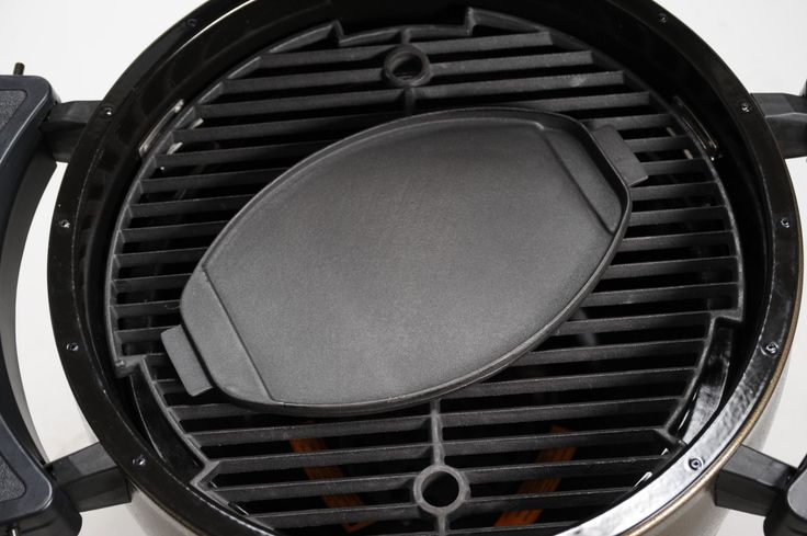 Broil King Keg Cast Iron Griddle - Designed to work especially well with the Broil King Keg but fits most other barbecues as well. Matte porcelain finish.