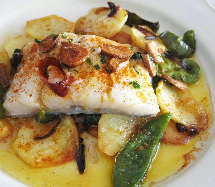 Bacalao al horno, con patatas, cebolla y pimientos verdes. De Karlos Galvez.