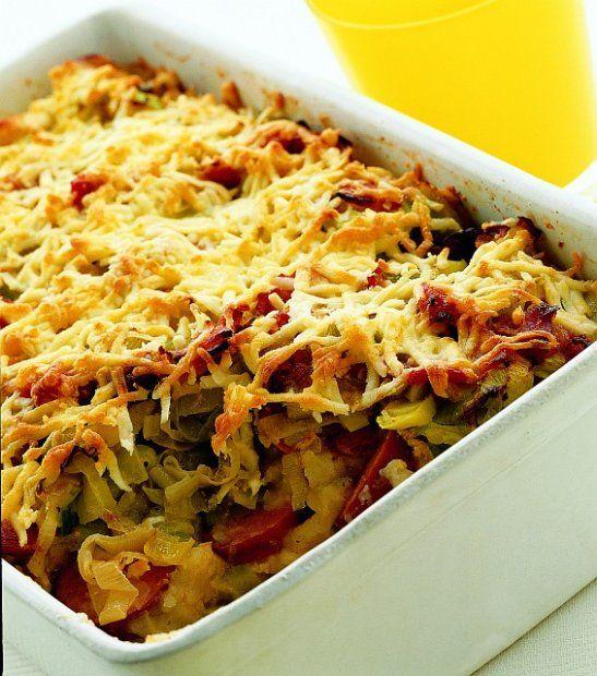 Zapiekanka z ziemniaków, porów i kiełbasy