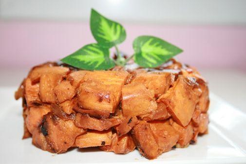 Продукты: 2 небольших батата или 1 большой 1 луковица 3 з. чеснока 1/4 ст. соевого соуса 2-3 ст.л. соуса чили ОМ, соль, перец Приготовление: 1. В кастрюле пожарить мелко…