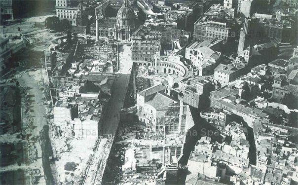 Veduta aerea della Via Alessandrina durante le demolizioni per la costruzione di Via dell'Impero Anno: 1932