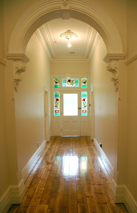 Detailed arch way with beautiful corbels, large skirts and cornices, polished pine floor boards (much prefer hardwood) - beautiful entrance