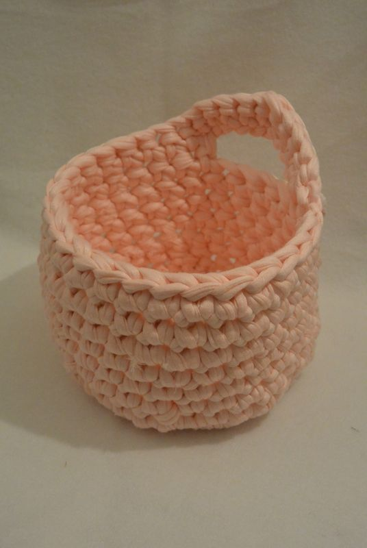 Tuto Panière crochet/DIY minute   tuto panière traphilo !!!!! par Virginie Karakus http://ohboutdufil.canalblog.com/