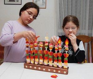 Сладкие свечи. Сегодня мы научимся делать сладкую ханукию! — Букник Младший