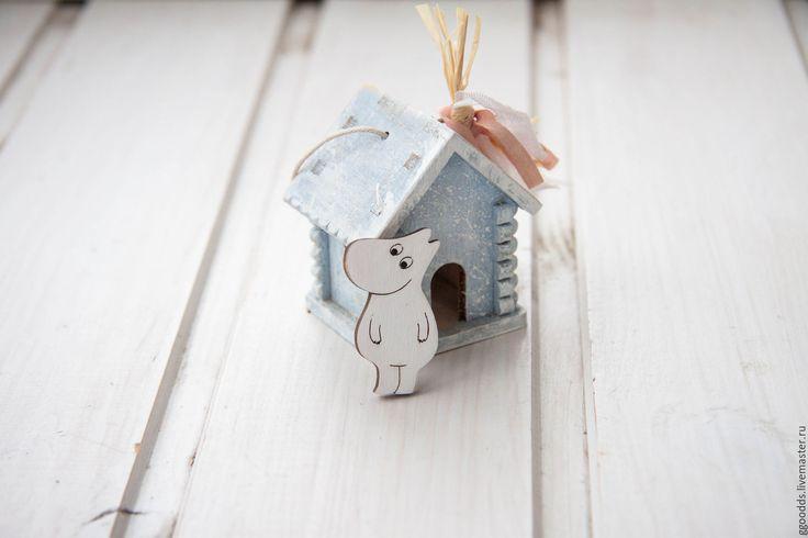Купить Брошь значок деревянный Муми-тролль - белый, деревянная брошь, деревянный значок
