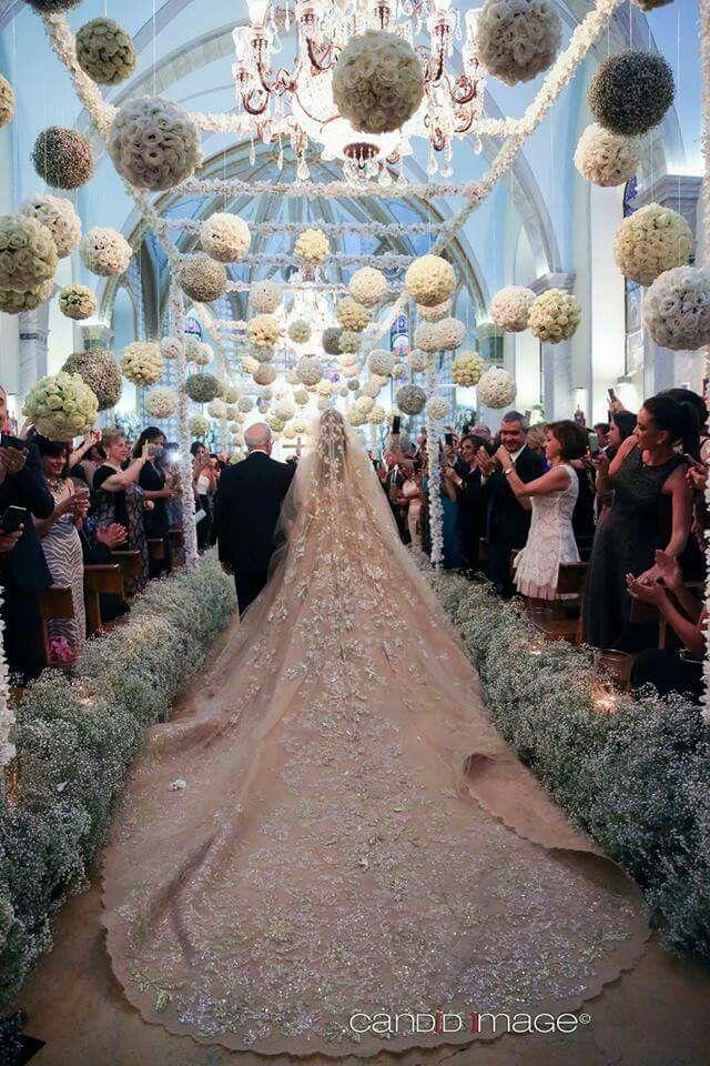 Yesterday's Golden bride   Wedding dress : Elie saab @eliesaabworld.  Makeup artist : Bassam fattouh @bassamfattouh. Hair dresser : Tony mendelek @tonyelmendelek.  Photographer : Candid image @candid.image. • #lebaneseweddings #makmich @michelletueini