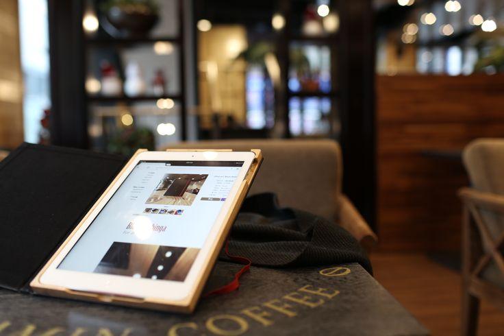 아이패드 에어를 위한 북클리 디자인의 블랙 메이플 케이스 iPad air BooOKLY deisgn case Black maple