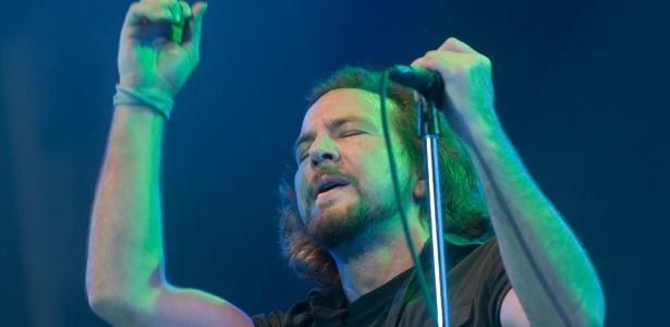 Pearl Jam. 11.04.2011. Estádio do Morumbi @ SP // &... Pearl Jam. 12.04.2005. Praça da Apoteose @ Rio de Janeiro
