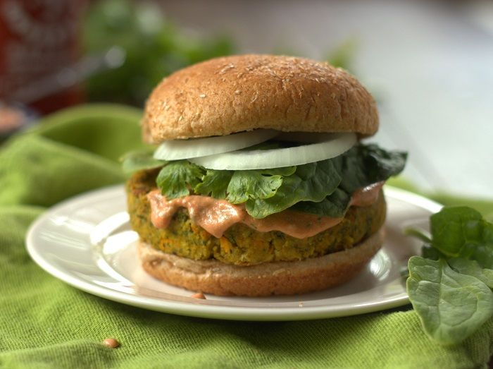 Indian Curry Veggie and Chickpea Burgers (chickpeas, breadcrumbs, spinach) | connoisseurus veg