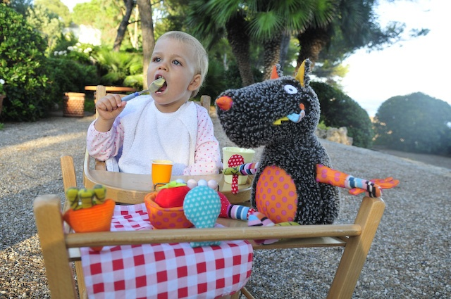 Wolf eating with Alice in south of France ...