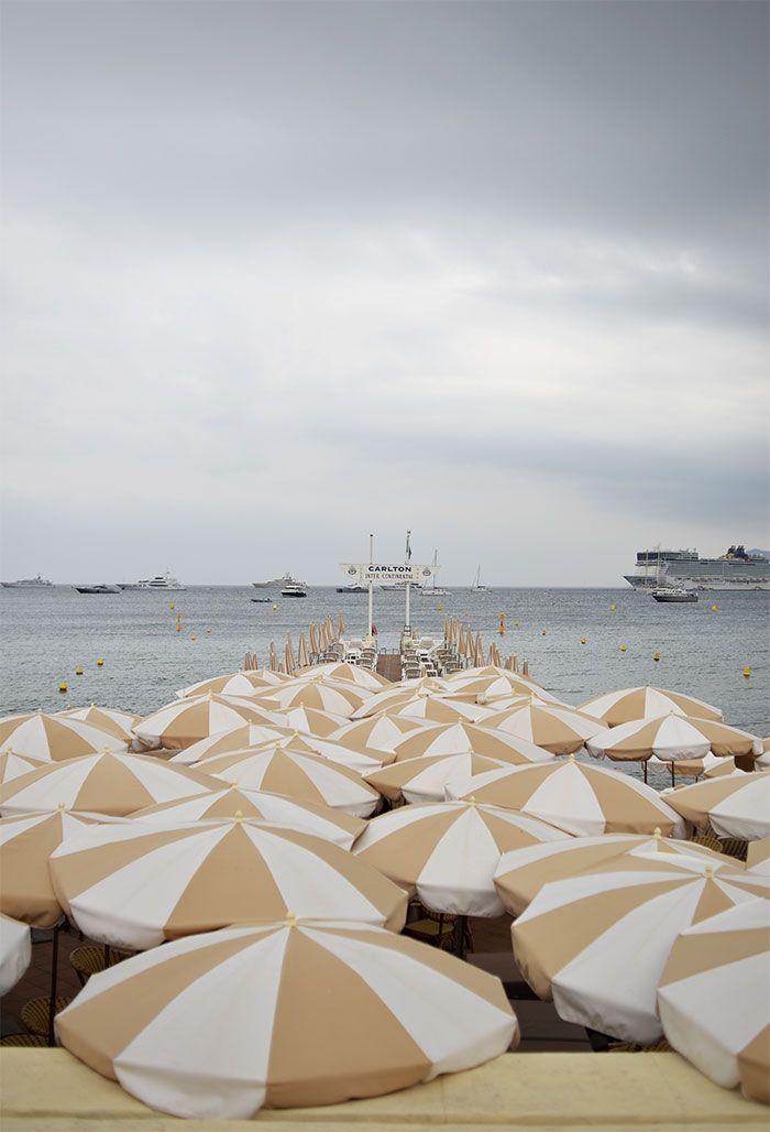 parasols plage privée Carlton Cannes