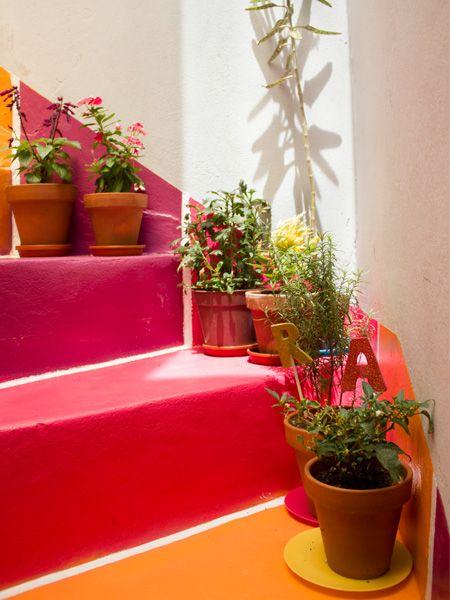Casa Chaucha. Interiores # 109 - escalera multicolor. Multi-colored stairs.