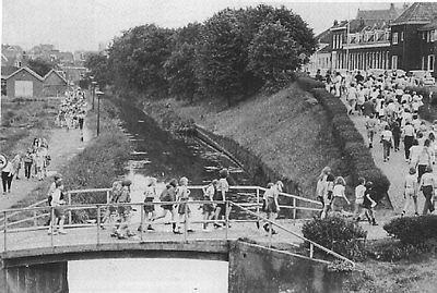 deze brug vanaf de Weverskade is er niet meer.
