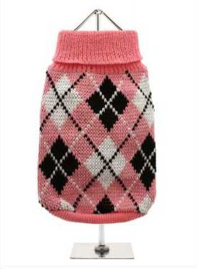 Knitted pink sweater with a black and white diamond pattern. The Argyle pattern has seen a resurgence in popularity in the last few years due to its adoption by Stuart Stockdale in collections produced by luxury clothing manufacturer, Pringle of Scotland. The rich Scottish heritage will give your pup a touch of class while keeping warm!