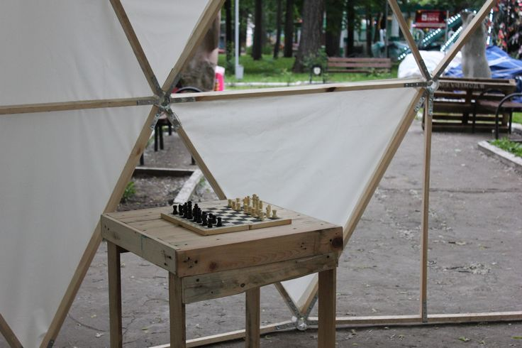 """7-dayz Street park by Loader's House (Dom Gruzchika - Дом Грузчика), includes workshops, musician concert, """"black yoga"""" and dance perfomance.  #pallet #park"""