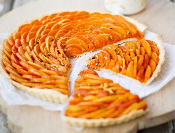 C'est trop bon mais le hic, c'est que certains fruits rendent beaucoup de jus au cours de la cuisson comme les abricots, les pêches, les poires ou encore les prunes. Comment éviter que la pâte à tarte ne détrempe ? Nos trois astuces infaillibles.