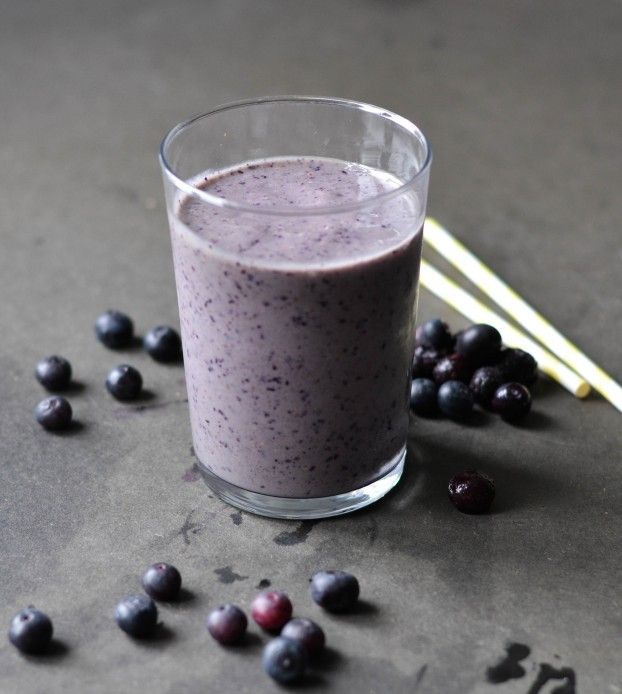 Pre-workout blueberry shake with a RAW super protein source