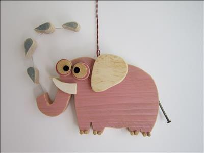 Oggetti artistici in legno riciclato fatti a mano. Animali