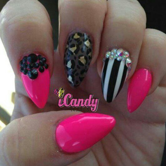 Would prefer square nails over the pointed one's. Such a cute design!