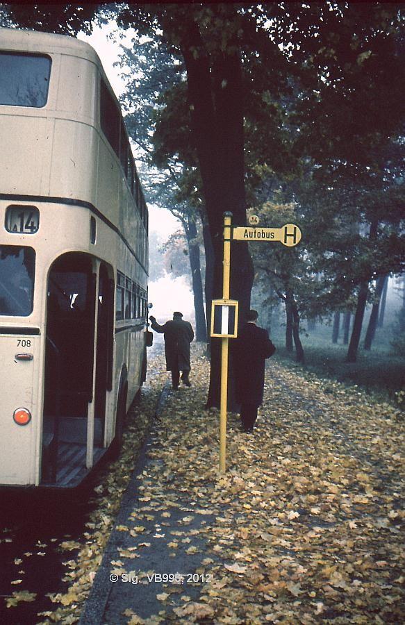 BERLIN 1956, BVG Bus Haltestelle am Bahnhof Heiligensee.(Nordseite der Ruppiner Chaussee)