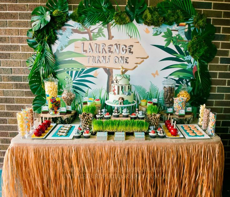 Jungle party backdrop party backdrops skirts and jungle for Table design jungle