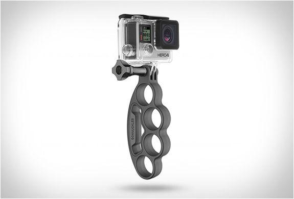SUPORTE PARA CÂMERAS GOPRO HERO - GOKNUCKLES  GoKnuckles desenvolvido pela empresa GoWorx é um suporte para câmeras GoPro Hero. O funcional acessório foi projetado para uso com qualquer câmera GoPro HERO.