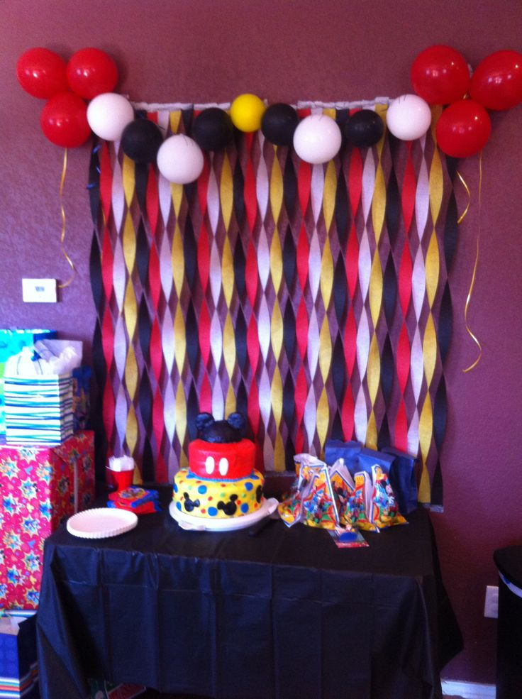 106 best mickey and minnie mouse party images on pinterest for How to make a balloon and streamer backdrop