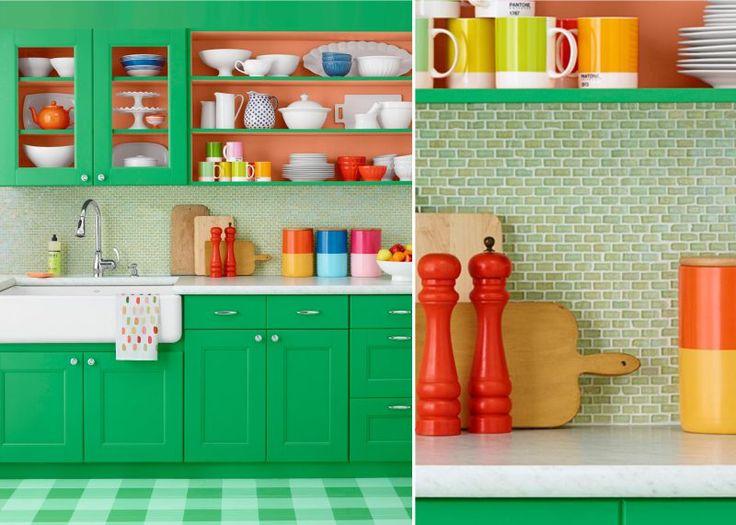 Стеклянная мозаика в интерьере кухни