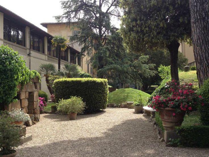 #Giardino del Museo #Archeologico di #Firenze, tombe e #azalee