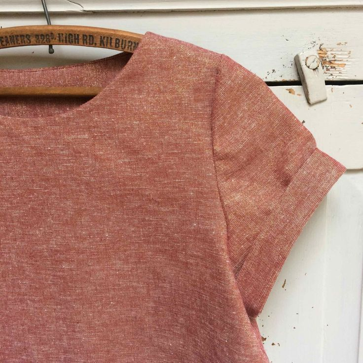 The Inari Crop Tee by Named Clothing, such a great pattern, really quick and easy to make and looks really stylish too. This one's made in our Robert Kaufman Metallic Copper Essex Linen, both available from our online store... www.drapersdaughter.com #sewing #dressmaking