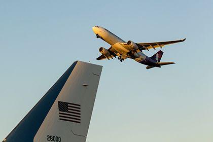 Лайнер американской авиакомпании прервал полет из-за агрессивного пассажира http://mnogomerie.ru/2016/12/02/lainer-amerikanskoi-aviakompanii-prerval-polet-iz-za-agressivnogo-passajira/  Лайнер американской авиакомпании Hawaiian Airlines, следовавший из Гонолулу (Гавайи) в Нью-Йорк, вынужден был прервать полет из-за пьяного агрессивного пассажира. Об этом сообщает Associated Press. По данным ФБР, Джеймс Огаст (James August), который летел в Нью-Йорк вместе со своей подругой и ее тремя детьми…